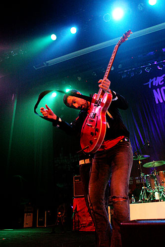 2005-04-08 - The (International) Noise Conspiracy spelar på Umeå Open, Umeå