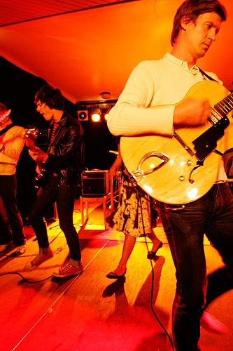 2005-07-16 - Acid House Kings spelar på Arvikafestivalen, Arvika