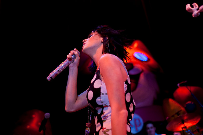 2009-02-22 - Katy Perry performs at Nalen, Stockholm