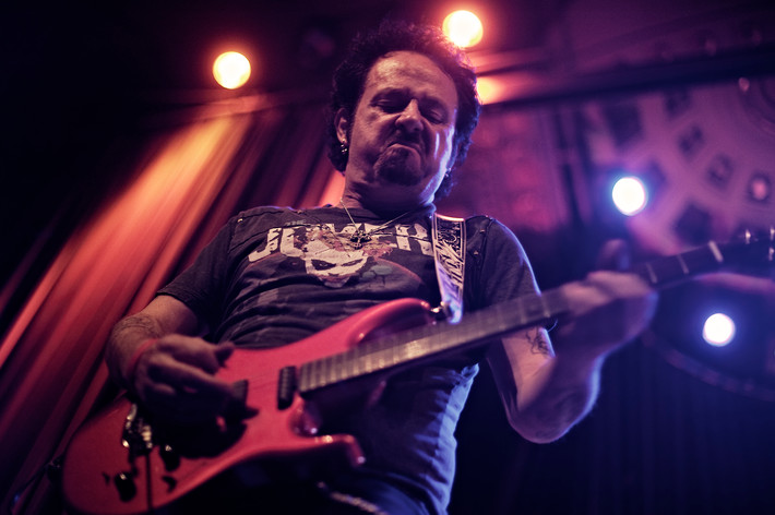2011-02-05 - Steve Lukather performs at Nalen, Stockholm