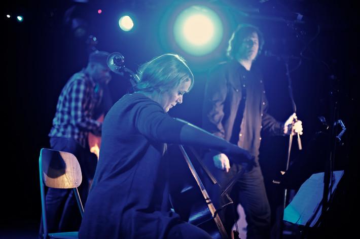 2011-02-12 - Isobel Campbell & Mark Lanegan performs at Debaser Hornstulls Strand, Stockholm