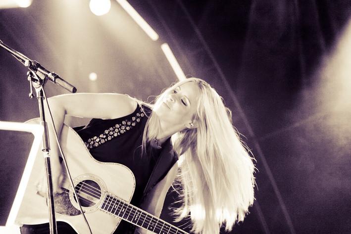 2011-08-24 - Lisa Miskovsky spelar på Malmöfestivalen, Malmö