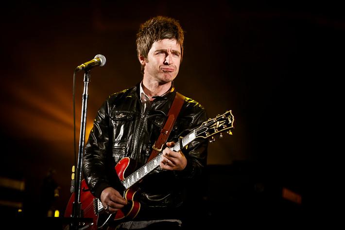 2012-06-16 - Noel Gallagher's High Flying Birds spelar på Hultsfredsfestivalen, Hultsfred