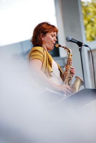 2014-08-18 - Amanda Sedgwick Quintet performs at Skansen, Stockholm