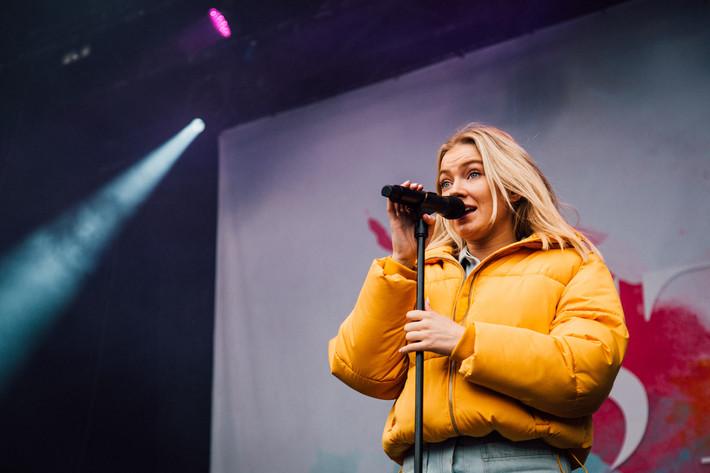 2017-09-02 - Astrid S spelar på Popaganda, Stockholm
