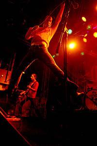 2004-10-02 - The (International) Noise Conspiracy spelar på Sticky Fingers, Göteborg