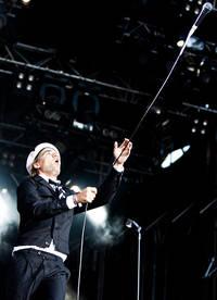 2010-07-02 - The Hives spelar på Peace & Love, Borlänge