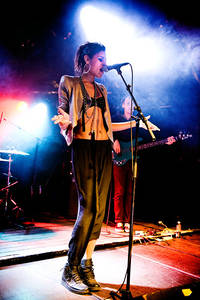 2012-06-15 - Alunageorge spelar på Hultsfredsfestivalen, Hultsfred